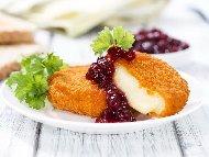Рецепта Панирано сирене камембер със сладко от боровинки
